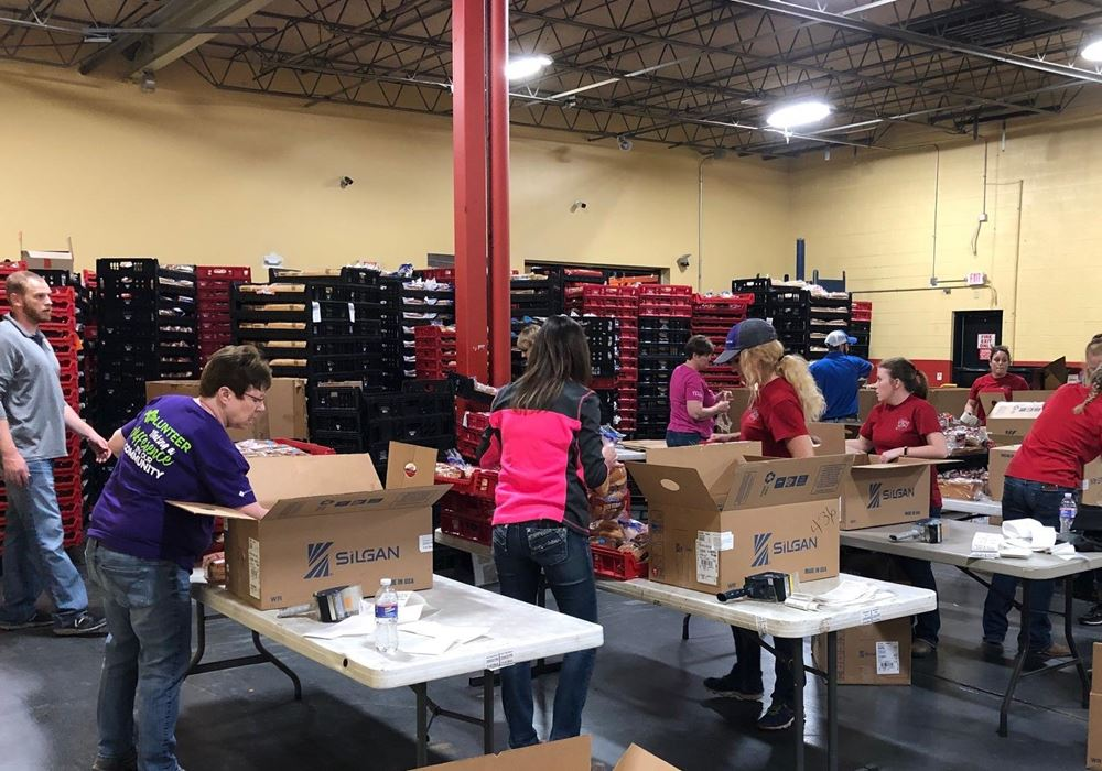 Higginsville office volunteering at food bank