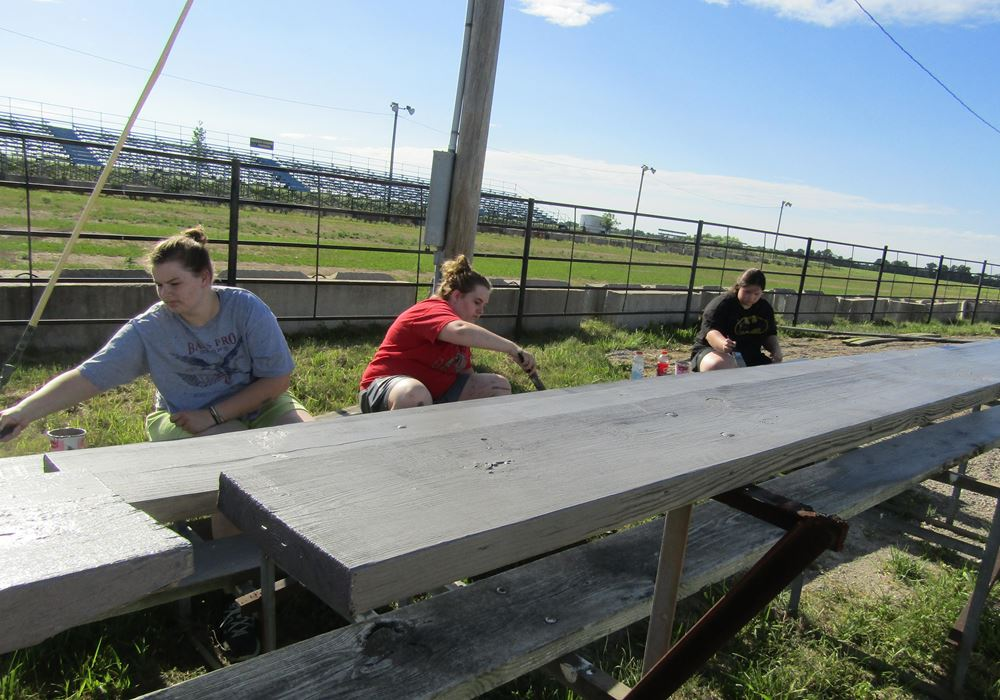 Mexico FFA painting bleachers
