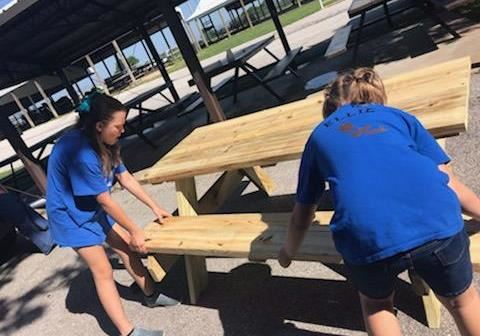 4-Hers making picnic tables